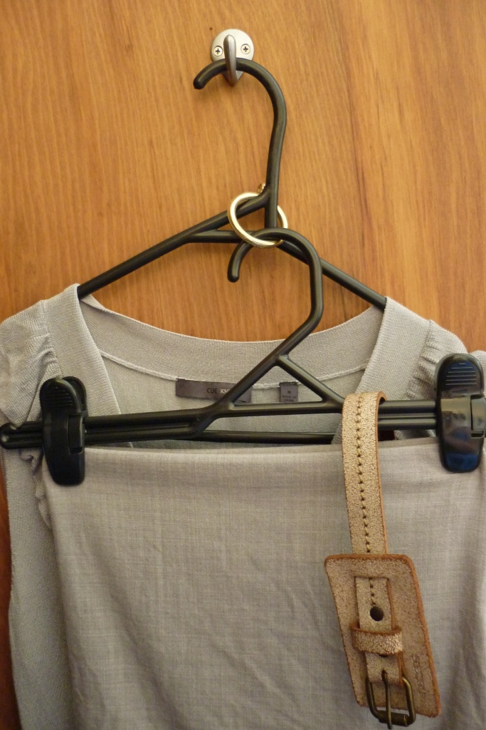 Use shower curtain rings to join hangers together = space on space and avoid crinkly clothing! <3 Peppermia